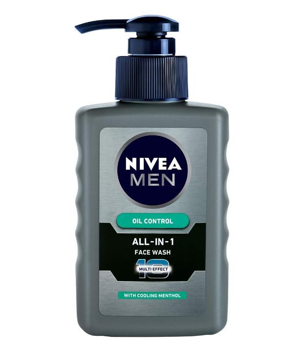 NIVEA Men Face Wash, Oil Control for 12hr Oil Control with 10x Vitamin C Effect, 150 ml