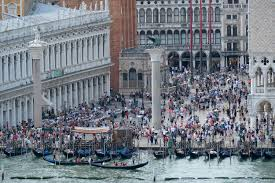 The Tourist: Action in Venice